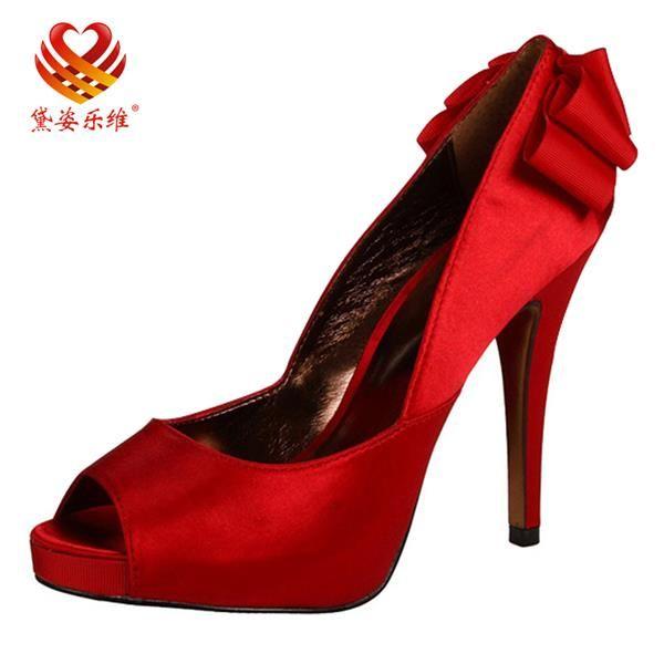 Свадебные атласные туфли