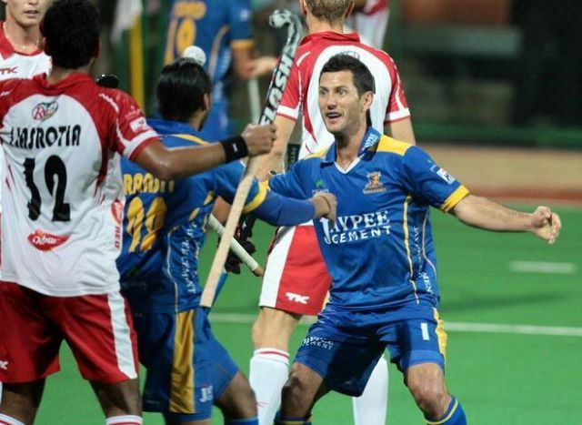 Jamie Dwyer of Australia celebrates after he scores  for the Punjab Warriors (Currypost.com) #fieldhockey