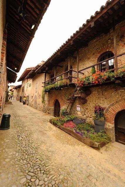 tassels: Ricetto di Candelo, Biella- Italia