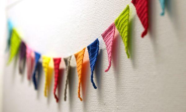 Las banderas cosidas hacen un buen empavesado. | 34 Cosas adorables que puedes hacer con sobras de hilo