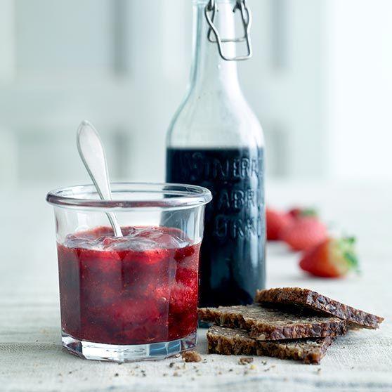 Jordbærmarmelade med balsamico og svart pepper - http://www.dansukker.no/no/oppskrifter/jordbaermarmelade-med-balsamico-og-svart-pepper.aspx #oppskrift #balsamico #pepper #jordbær #marmelade