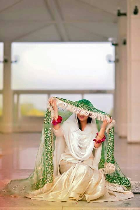 Pakistani style through and through. So very dignified yet simple and minimal. I really love the cultural stamp of Pak fashion. It standa out in a great way and really has its own trademark look.