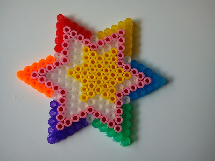Perler bead star by Quinty