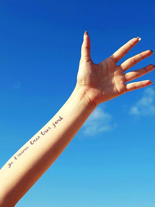 Schöne Familien-Tattoo-Sprüche: Liebe ✓ Leben ✓ Weisheiten ✓ Plus: Kurze & lange Sprüche ✓ – Alle Familien-Sprüche hier finden »