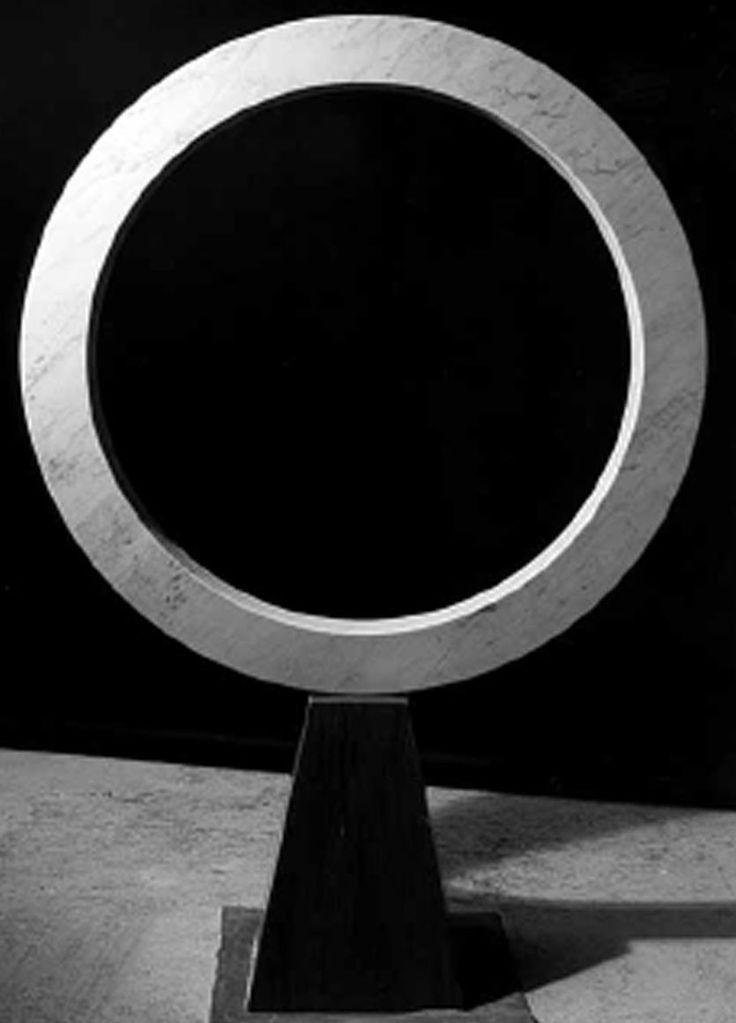 """Nel 1998 inaugura la mostra """"The wave of emotions"""" presso Petrartedizioni Atelier a Pietrasanta"""