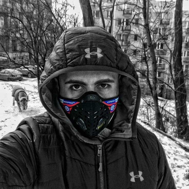 Winter in the city. More about mask on blog.  #Cracow #city #smog #badair #respro #walk #winter #snow #dog #pitbull #cold #sunday #treningowypl