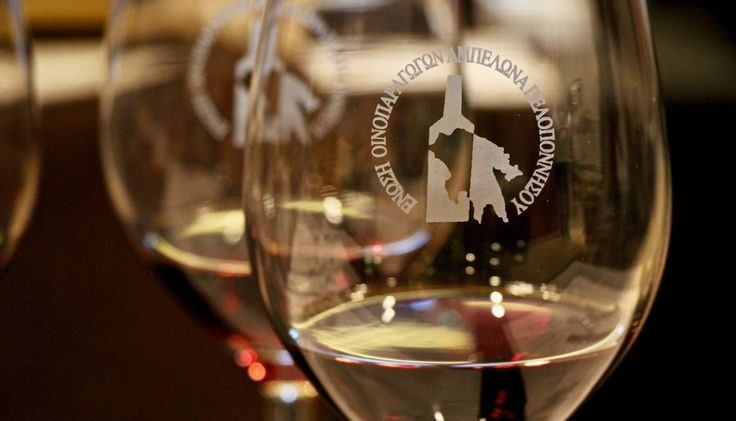 Ο Σίμος Γεωργόπουλος γράφει για τα λευκά και ροζέ κρασιά που ξεχώρισε στο Peloponnese Wine Festival.