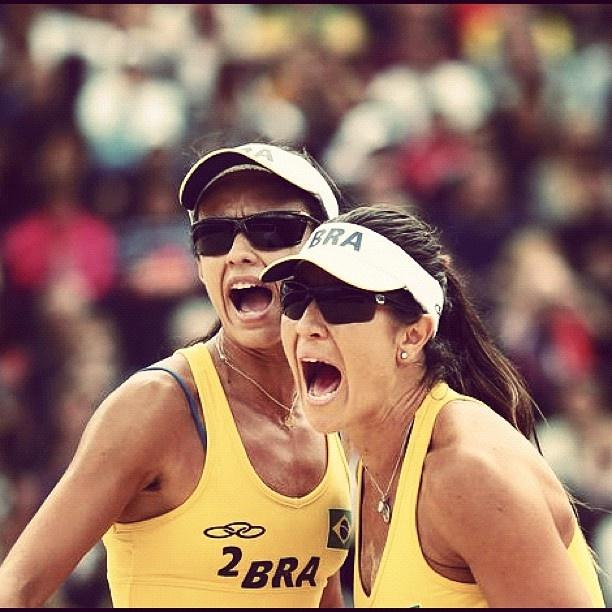 Vôlei de praia: Maria Elisa e Talita conquistaram sua segunda vitória após 11 match points nesta manhã. TERRA, A OLIMPÍADA COMO VC NUNCA VIU #TerraLondres2012  (Foto: Getty Images) - @terrabrasil- #webstagram #londres2012 #jogosolimpicos #olympics #london2012 #picoftheday #volei #volley #olimpíadas #BeachVolleyball #Brasil #Brazil