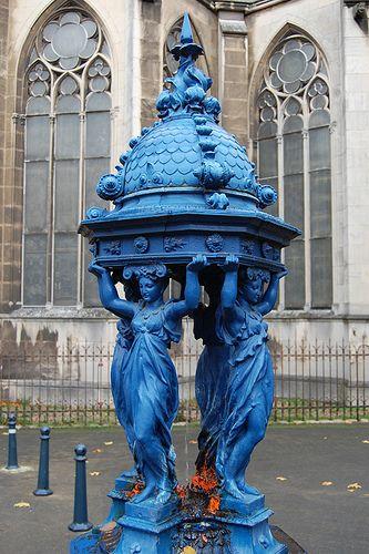 """à Nancy région Lorraine """"la fontaine bleue"""""""