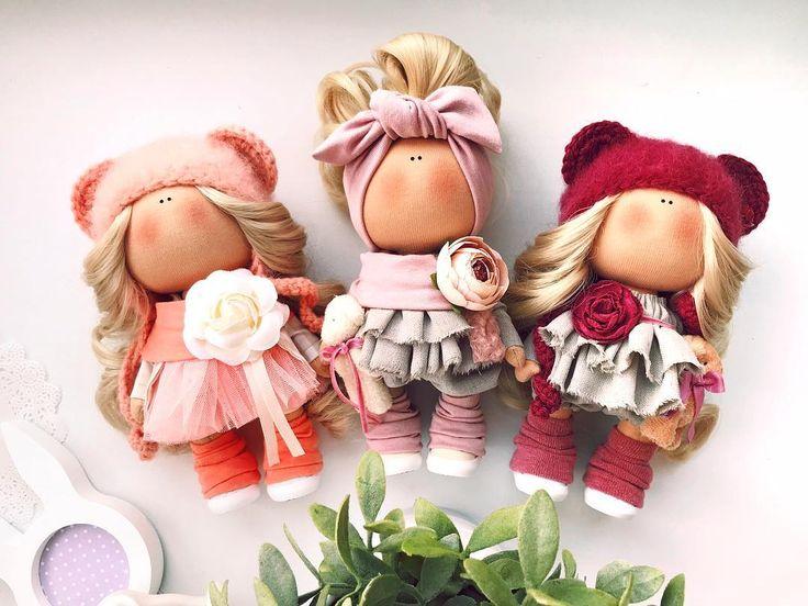 Ну просто . Тот момент когда ты сама хочешь своих же кукол . . __________________________________________ #tatiananedavnia #tilda #wedding #pink #pillow #МК #decor #fabrik #handmad #knitting #love #cotton #baby #кукла #шитье #выставка #шеббишик #пупс #платье #подарок #праздник #работа #ручнаяработа #сделайсам #своимируками #ткань #тильда #интерьер #интерьернаяигрушка #интерьернаякукла