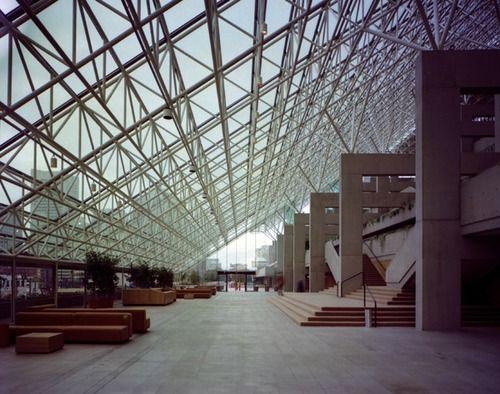 Law Courts, Government Center Robson Sq. - Vancouver architect: Arthur Erickson Assoc. - photo: Wayne Thom - 1979