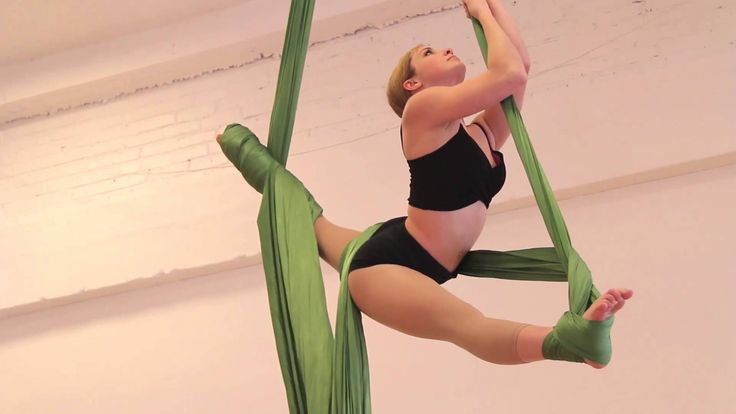 RAE MAE - Aerial Silks. Interesting way of getting into upside down/back straddle
