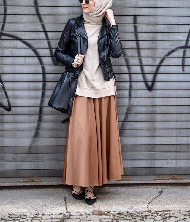 Neutral maxi shirt | leather jacket | hijab | Elif Dogan