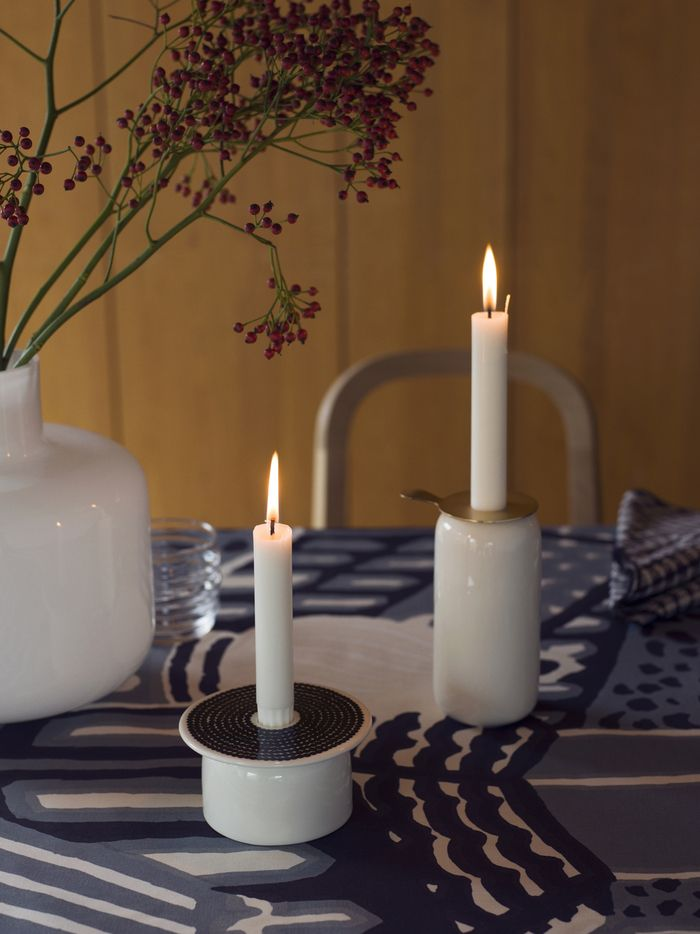 Woodnotes Siro+ oak chair together with Marimekko candles. #chair #woodenfurniture #Inspiration #tablesetting #candle #Christmas