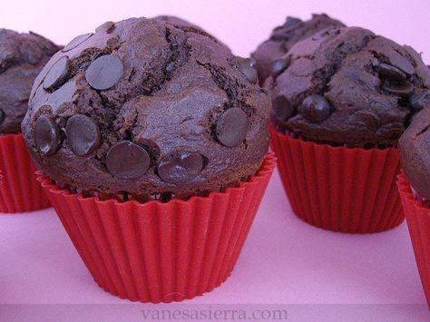 Estaba en busca de la receta de los muffins de chocolate de Ikea, o de McDonald´s o inlcuso de Mercadona, en todos estos sitios los he encon...