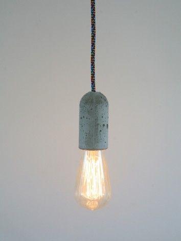 Geef een romantische sfeer aan je interieur met de Goldline Rustic lamp van Calex met bruingekleurd glas en gloeidraad.