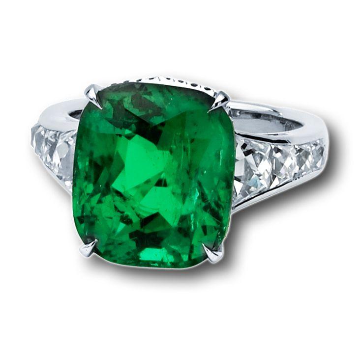 columbian emerald ring set in platinum with cut