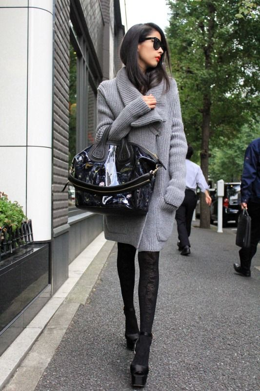 Love the cardigan...Big Sweaters, Winter, Street Style, Over Sweaters, Fall Fashion, Sweaters Coats, Big Bags, Cozy Sweaters, Knits Sweaters