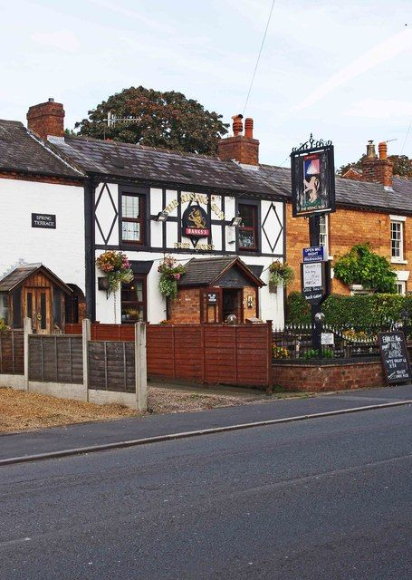 The Rising Sun (1), 139 Kidderminster Road, Wribbenhall, Bewdley. A popular traditional pub on the edge of the Wribbenhall part of the town. Despite the Banks's branding it's not listed on the Marston's website, and appears to be a free house. Photo by P.L.Chadwick