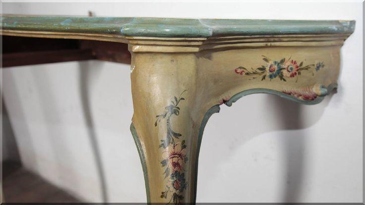 Velencei festett konzolasztal