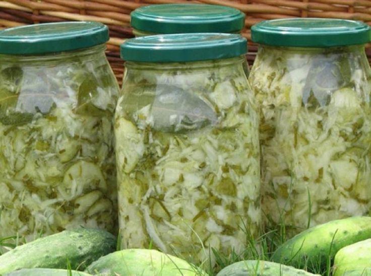 Adorata salată de varză tânără cu castraveți și ceapă. Încă o conservă minunată pentru iarnă! - Retete-Usoare.eu