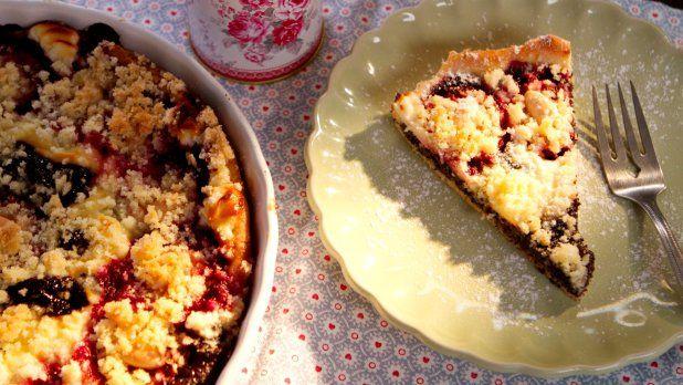Makový koláč se švestkami a tvarohem