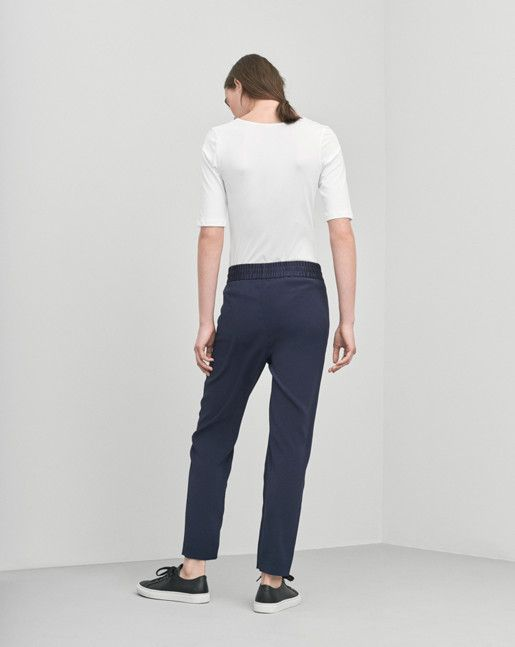 Looser slightly carrot shaped fit slacks with elastic at waist and strings on inside for adjustable waist in a wrinkle free drapey fabric.  <br><br>  - Carrot shape<br> - Drapey fabric<br> - Looser fit<br><br>  The model is 179cm and wears size S.