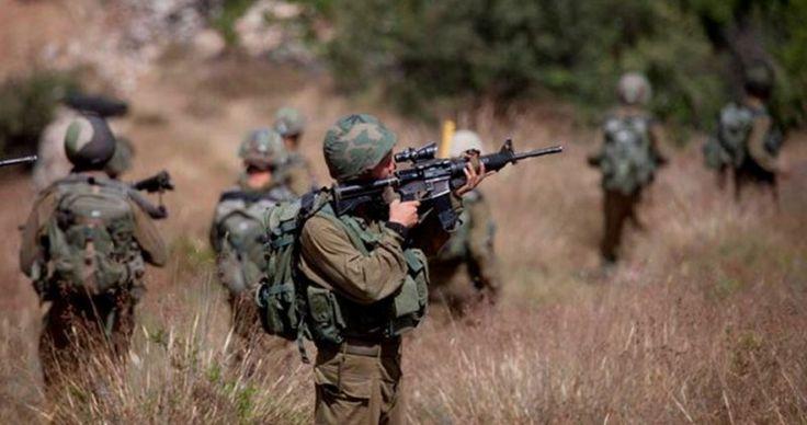 Gelar Latihan Militer Penjajah Paksa Warga Ras Al-Ahmar Kosongkan Rumah Mereka  Foto: PIC  TUBAS Rabu (PIC): Militer penjajah Zionis Selasa malam memaksa lebih dari 10 keluarga yang tinggal di dusun ar-Ras al-Ahmar di provinsi Tubas untuk meninggalkan rumah-rumah mereka beberapa jam selama tiga hari pekan depan. Alasannya pasukan Zionis akan melakukan latihan militer di dusun mereka.  Relawan setempat Aref Daraghmeh mengatakan keluarga-keluarga tersebut dipaksa pergi sejak pukul sembilan…