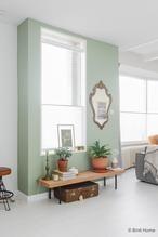 Stylingtip met trendproduct kurk in huis. In mijn woonkamer staat de nieuwe salontafel Sinnerlig van Ikea voor mijn groene wand. De salontafel is nu een plantentafel geworden en je kan dit op meerdere plekken in huis plaatsen.