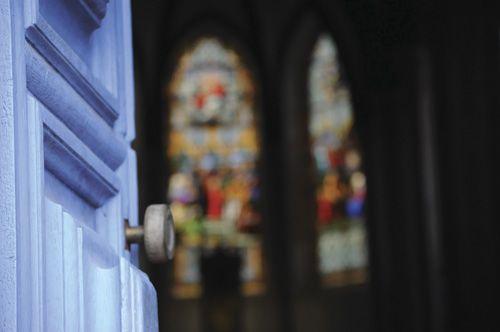 """A vida de oração de Jesus – Edição 336   Revista Ultimato. """"Eu e o Pai somos um"""", disse Jesus aos judeus no Pórtico de Salomão (Jo 10.30). Apesar da completa intimidade com o Pai, Jesus era um homem de oração? A resposta, a mais explícita possível, é da lavra daquele que escreveu a Epístola aos Hebreus: """"Durante a sua vida aqui na terra, Cristo, em alta voz e com lágrimas, fez orações e súplicas a Deus, que o podia salvar da morte. E as suas orações foram atendidas porque ele era dedicado a…"""