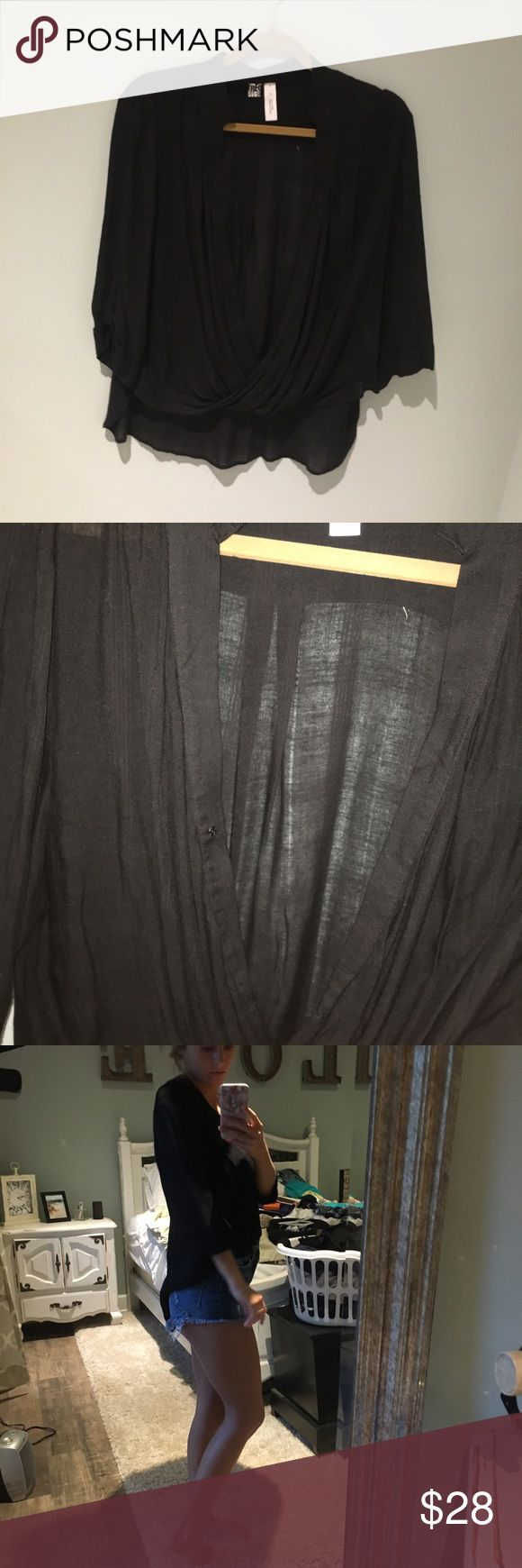 Black linen float top Perfect condition & outfit maker!! Gotta have this basic in your closet! Offer up. Fits small/large Tops Blouses