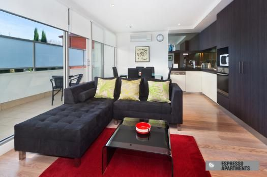 9/30 Docker Street, Elwood, Melbourne.A luxury Elwood apartment close to the beach comprising 2 bedrooms, large balcony and luxury decor that is synonymous with Espresso Apartments. This is a fantastic Melbourne location close to vibrant Acland St and the buzz of St Kilda and is ideal for short stays, holiday and long term accommodation requirements.