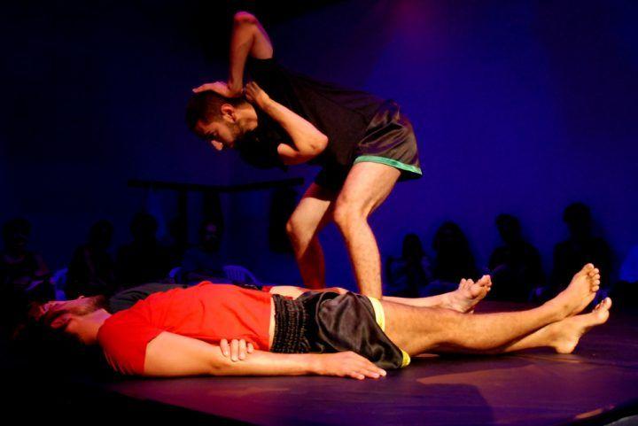 """Espetáculo """"Mairto"""" aborda a violência na cultura do machismo através de dança e de poemas.  Vemos muita violência no cotidiano das pessoas LGBT (Lésbicas, Gays, Bissexuais, Travestis e Transexuais), muitos são espancados e até mortos. Mas também vivenciamos uma cultura que esconde esses fatos terríveis, muitas peças e espetáculos trazem sempre a mesma históriaLei mais"""