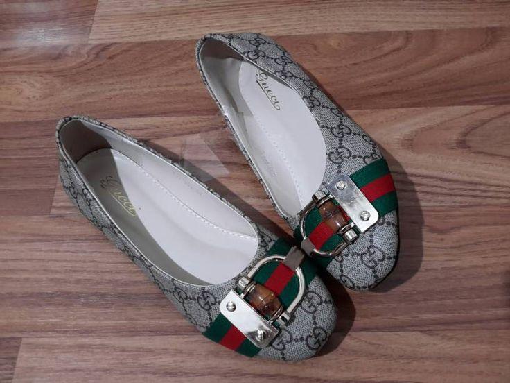 Sepatu Gucci import hongkong model flat  type 793-609A-062 ukuran 37 39 40 harga @260  SALE Rp. 200.000  pemesanan harap cantumkan ukuran, warna dan gambar  yang mau selalu update bisa follow instagram @artatishine  peminat serius hub hp/wa/line 087825743622