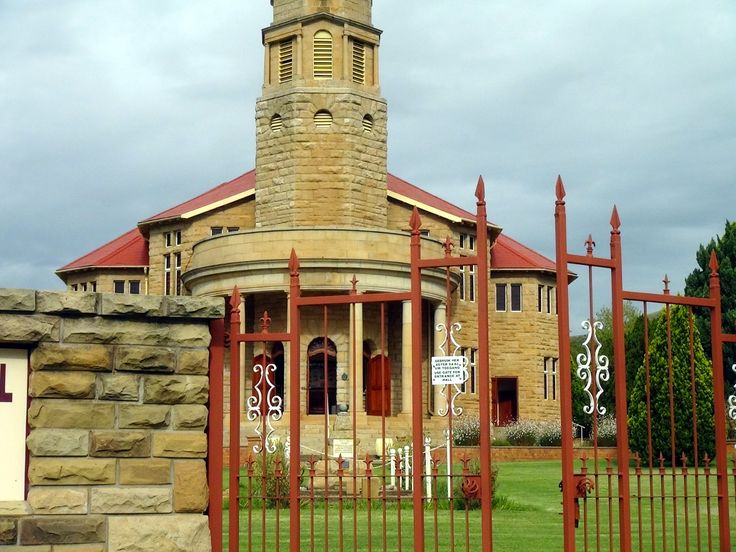 Kestell is a small town located between Harrismith and Bethlehem. This is the NG Church.