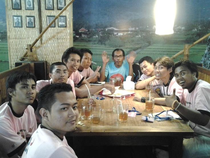 Acara makan bersama :)