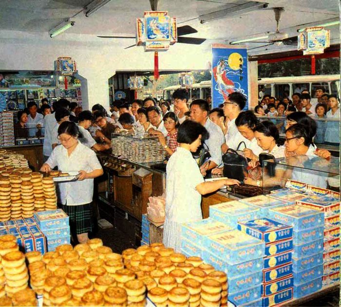Shanghai S Biggest Food Store On The Fashion Street Huihai Road Selling Mooncakes Prior To The Moon Day Festival On The 8th Chinese History Shanghai Moon Cake