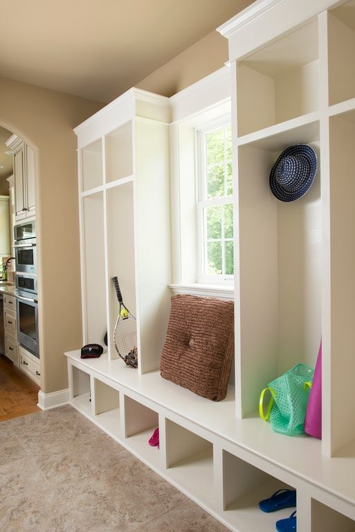 30 incredible mudroom ideas with storage lockers for Mudroom floor ideas