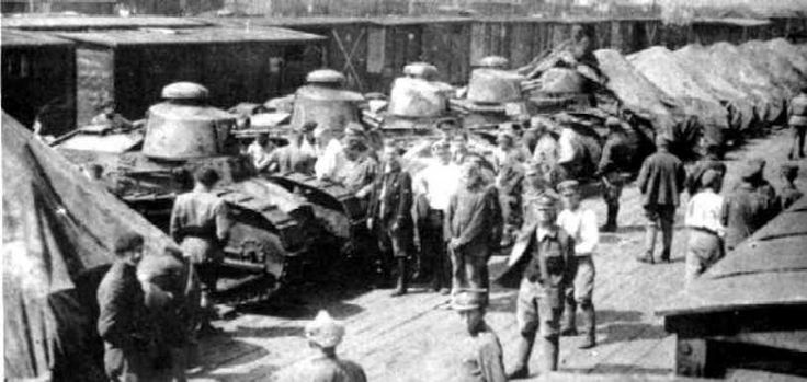 Tanks Renault FT-17 from 1st Tank Regiment.