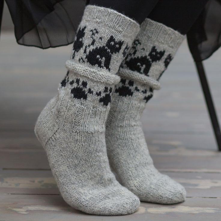 Garnpakken inneholder oppskrift og nok garn til 1 par sokker i største størrelse. Skostørrelse: 34/36 – 38/39 – 43/44 Bf. 03110…