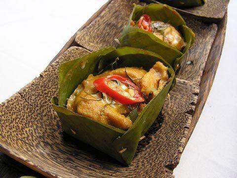 Le amok est un plat des plats national du Cambodge, au poulet ou au poisson... c'est tout une subtilité ! apprenez à préparer un amok à la cambodgienne avec cette recette