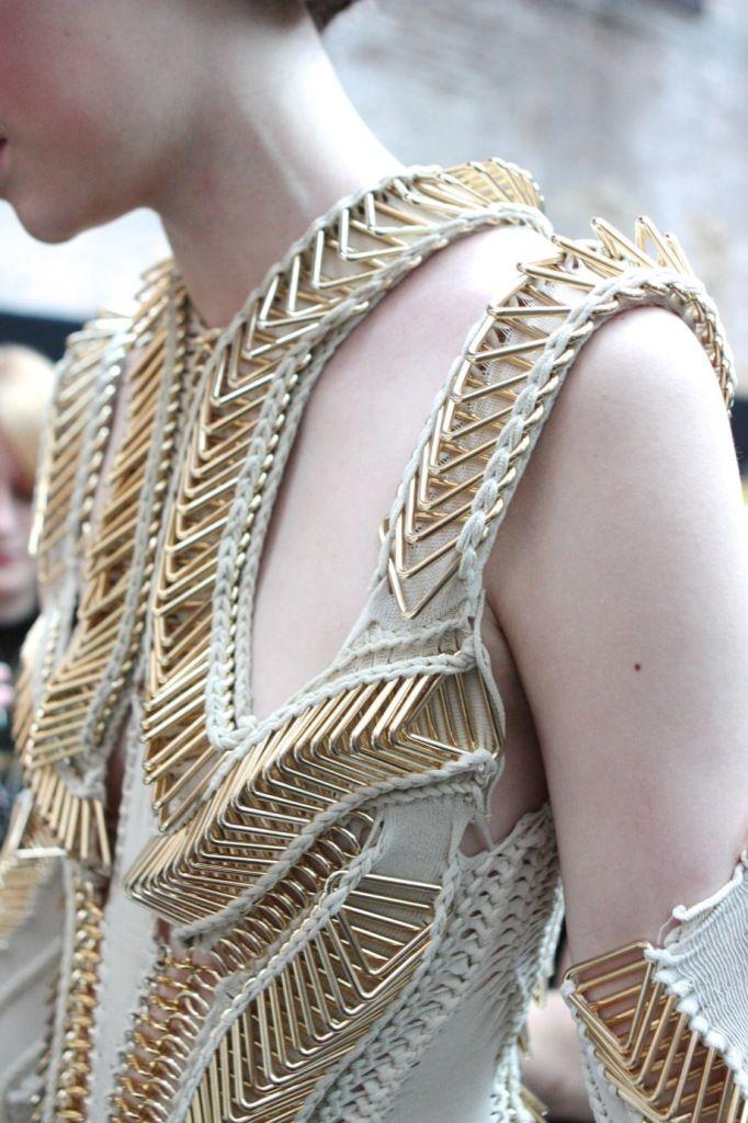 Central Saint Martins BA Graduate Fashion Show 2013 - STYLE DECORUM http://www.styledecorum.com/