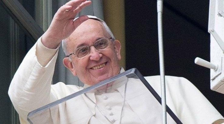 Al celebrarse en muchos países el día de la madre el segundo domingo de mayo, el Papa Francisco les envió un abrazo en sus palabras posteriores al rezo del Regina Coeli en la Plaza de San Pedro, al tiempo que destacó la importancia de la promoción y defensa de la vida. https://www.aciprensa.com/noticias/papa-francisco-envia-un-abrazo-a-las-madres-de-todo-el-mundo-en-su-dia-95124/