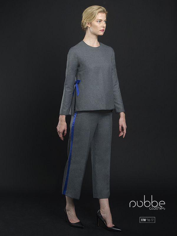 """NUBBE CLOTHES   F/W '16-17  Enfúndate este conjunto y ríete del frío con elegancia. Imagen: Top """"Antracita"""" + pantalón """"Antracita"""". Hazte con él en nuestra tienda online y puntos de venta. http://tienda.nubbeclothes.com  #otoño #fashion #moda #modagallega #madeinspain #elegante"""