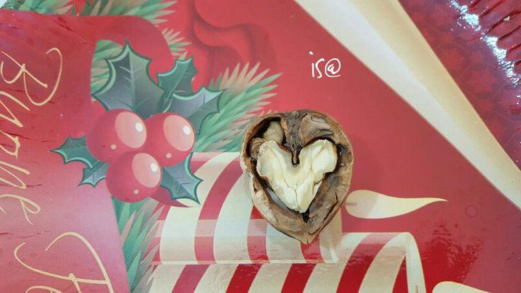 Non essere #dolce, per non essere divorato; non essere amaro, per non essere vomitato. (Proverbi)