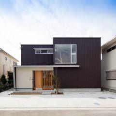 外観: 一級建築士事務所 想建築工房が手掛けたモダン家です。