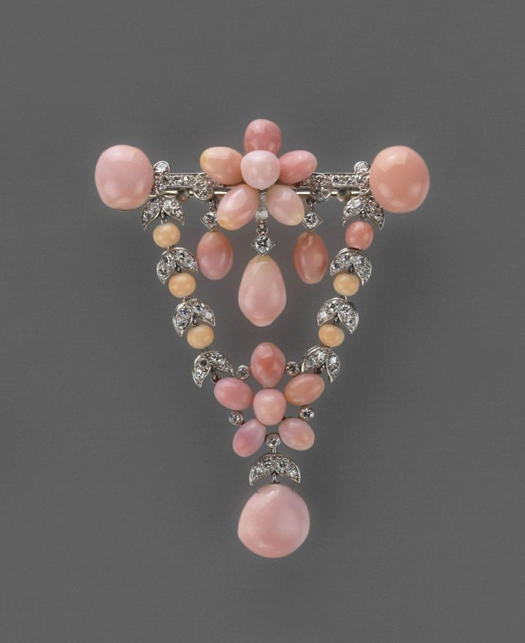 Cartier pendant brooch ca. 1922, conch pearls, diamonds, and platinum.