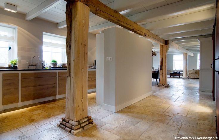 Natuursteen tegels in de keuken - keukenvloer Kersbergen Travertin mix