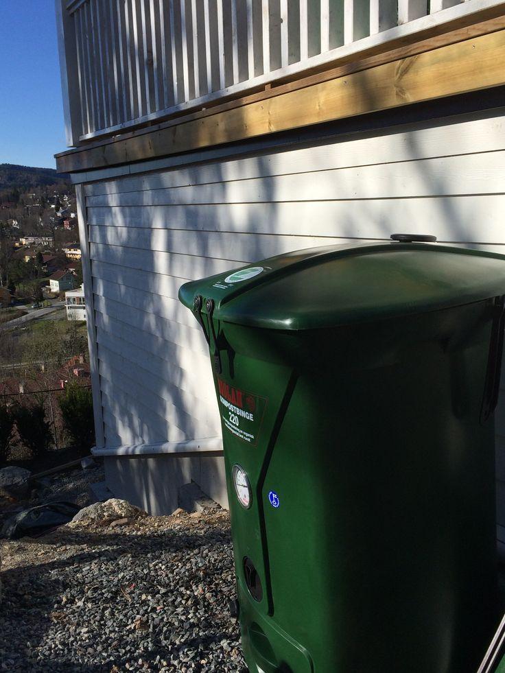 Biolan kompostbeholder i min varetekt gleder meg til temperaturen begynner å stige