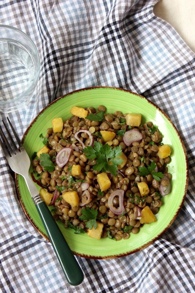 Insalata di lenticchie con patate e cipolla rossa